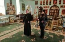 Прихильники ПЦУ не пустили архієрея з духовенством і віруючими на територію села Бохоники.