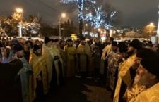 Вінничани продовжують молитовні стояння біля захопленого  Спасо-Преображенського собору Вінниці